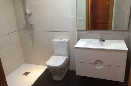 Reforma del Baño de Rosa en Valencia por Reforacsa, cambiando bañera por ducha