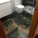 Reforma de baños, detalle de suelo